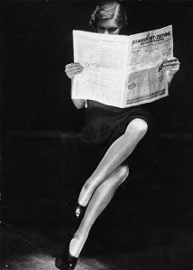 Yva_Lady_reading_newspaper_c1932